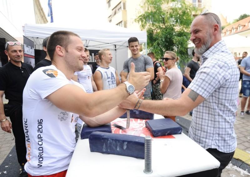Hristo Delidzhakov, svjetski prvak u obaranju ruku u kategoriji do 70 kg izazvao je Krešimira Šegu, glavnog urednika Men's Healtha