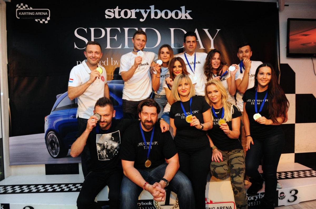 Timovi Opela i Storybooka s medaljama