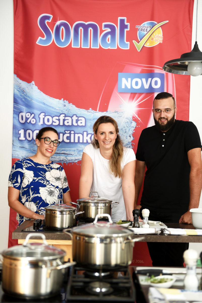 dobitnici-kuharske-radionice-kristina-sestan-ana-kousek-i-vedran-boskovic-odlicno-su-se-zabavili-te-odusevili-somatovim-proizvodima-rg-7