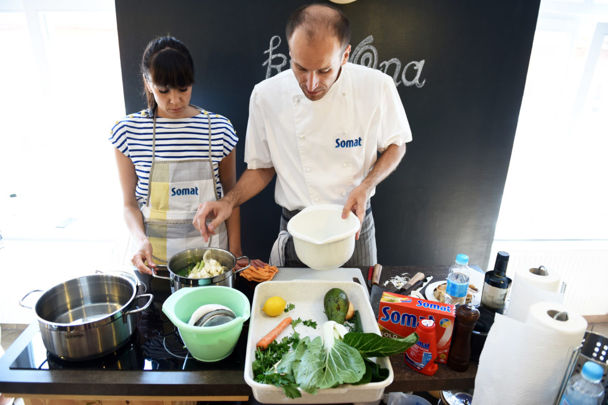 ivana-delac-dolo-i-marin-medak-u-pripremi-ukusnog-jela-rg-32