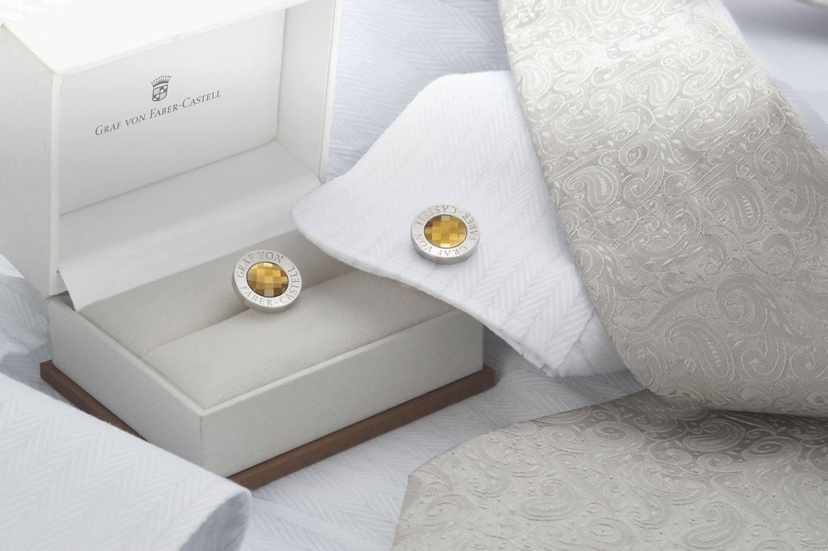 118976_Cufflinks round, platinum-plated with faceted citirne