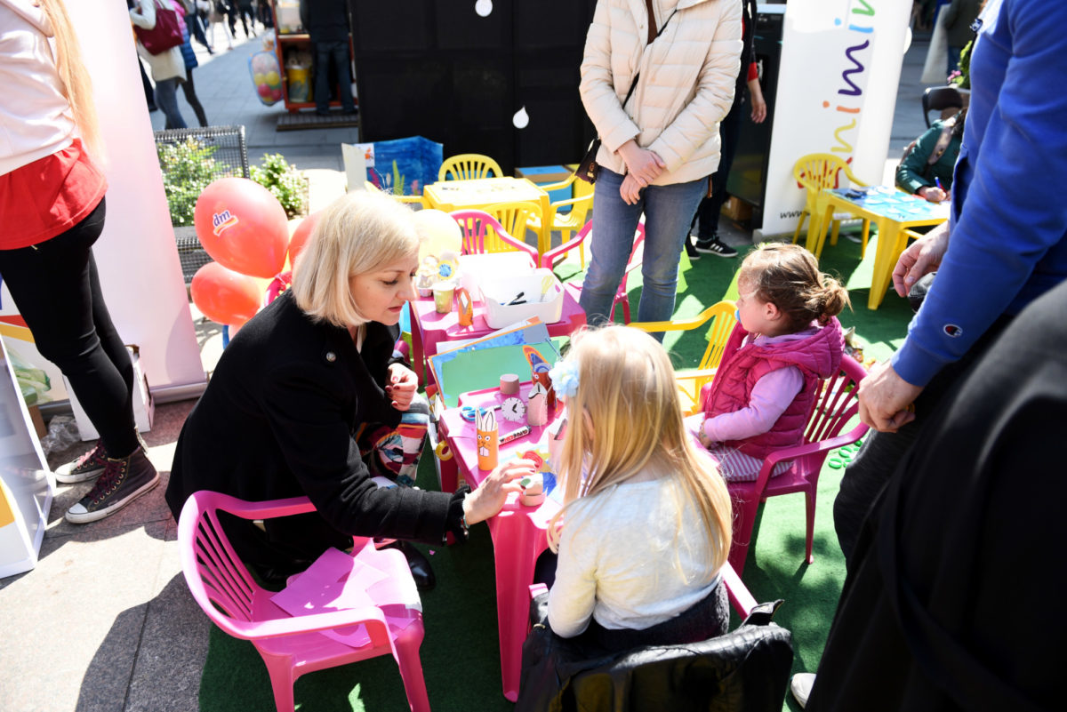Akademska slikarica Ana Barbić Katičić s djecom je izrađivala igračke od razne ambalaže