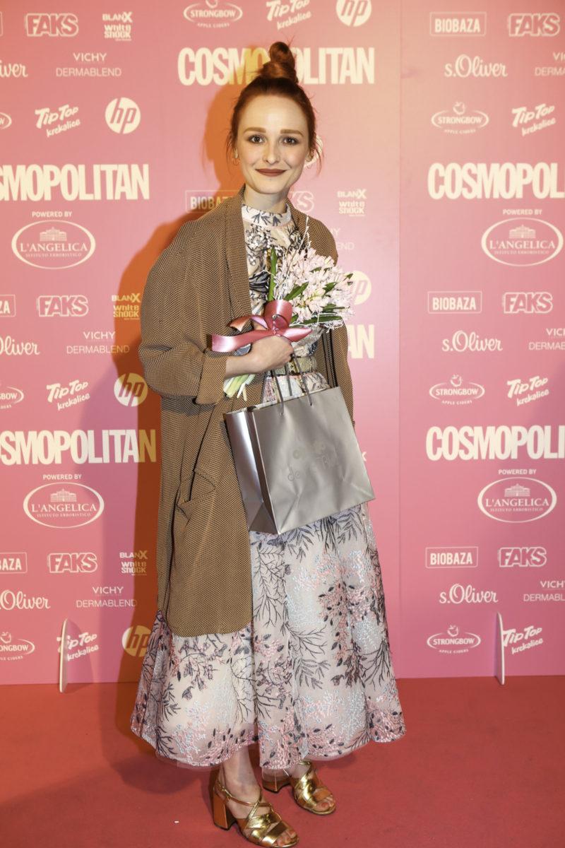 Barbara Repe preuzela je nagradu za COSMO debitanticu Ginu Victoriju Damjanović