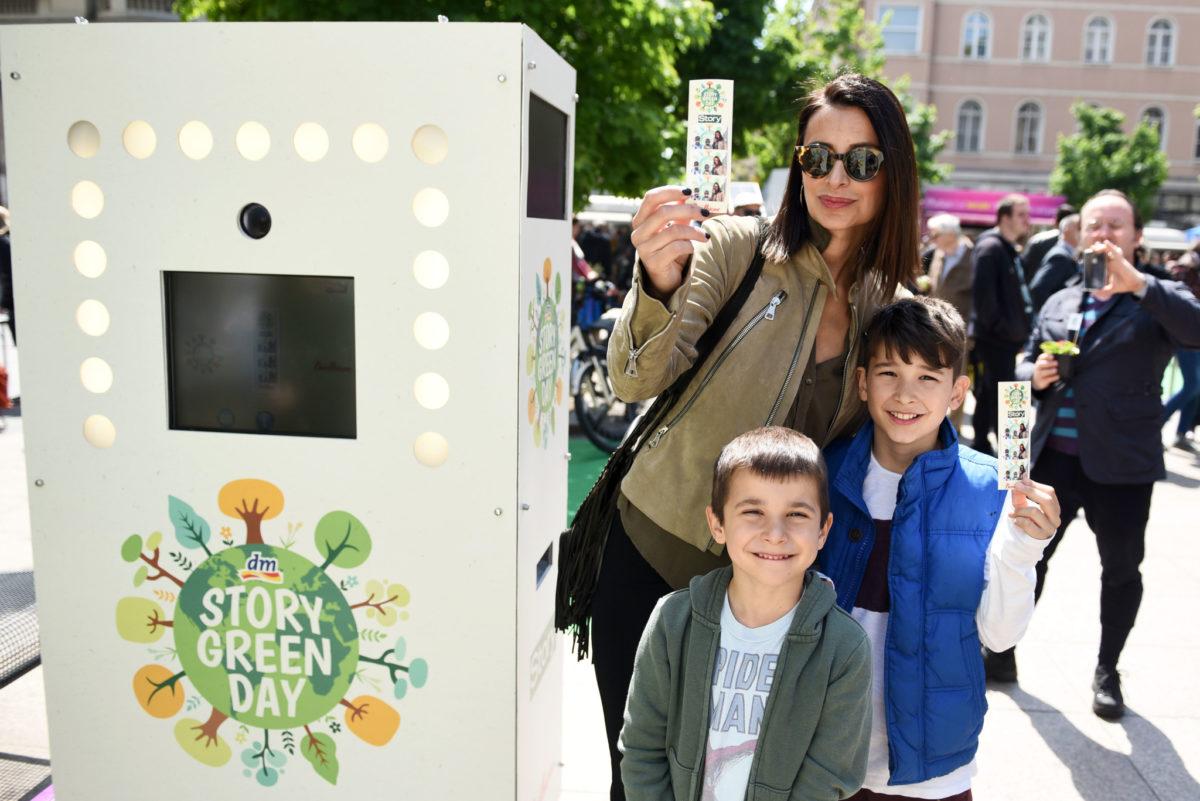 Bivša manekenka Iris Androšević Pinjuh s djecom ovjekovječila je uspomenu na dm Story Green dan na PhotoBoutiqueu