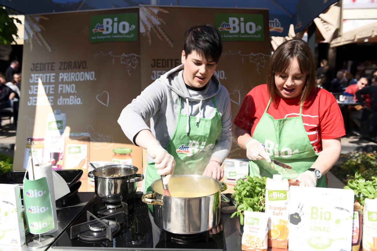 Food blogerica Marcela Sambol pripremala je ukusne delicije s dmBio namirnicama