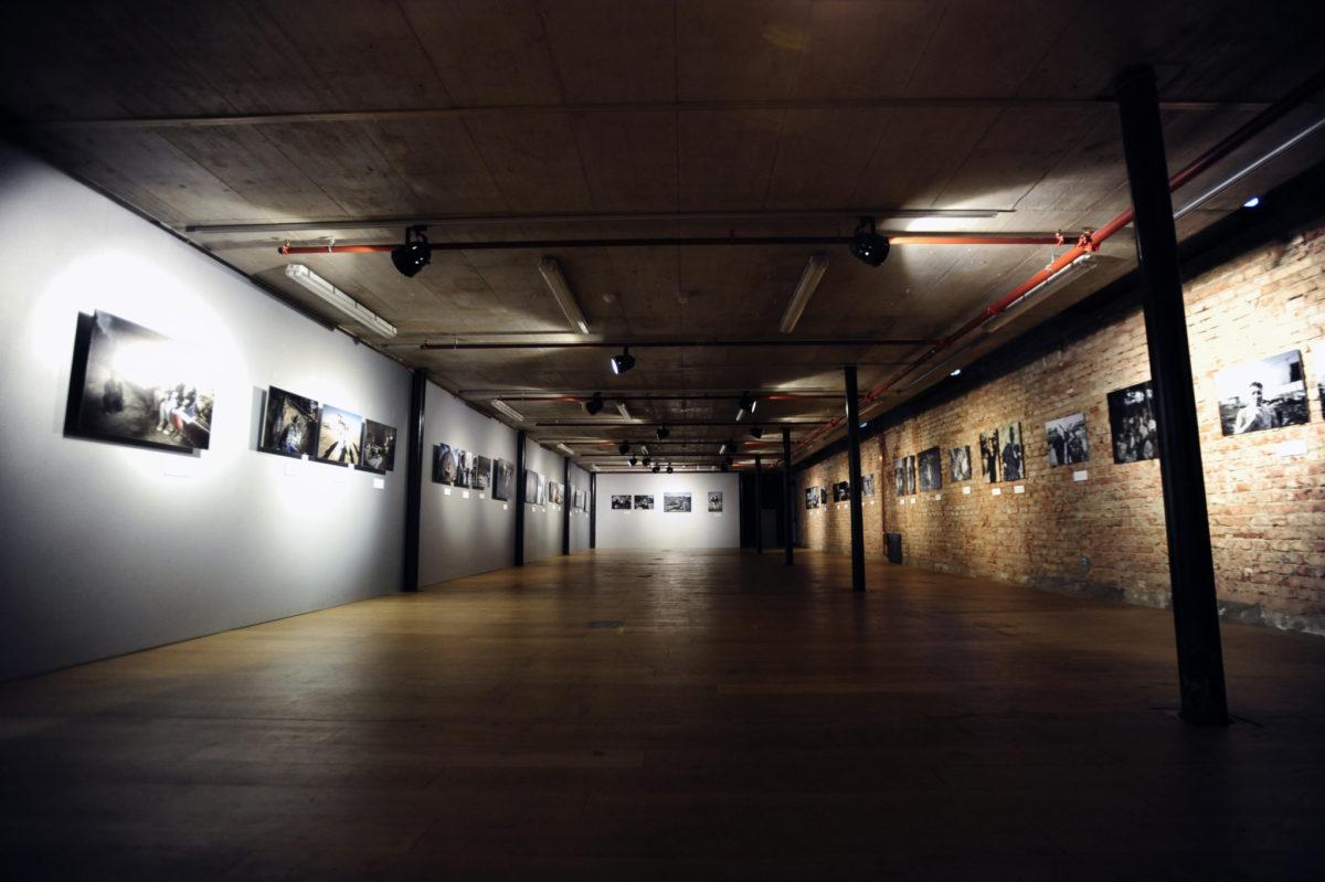 Izložba Minuta šutnje u atraktivnom prostoru Laube-kuće za ljude i umjetnost
