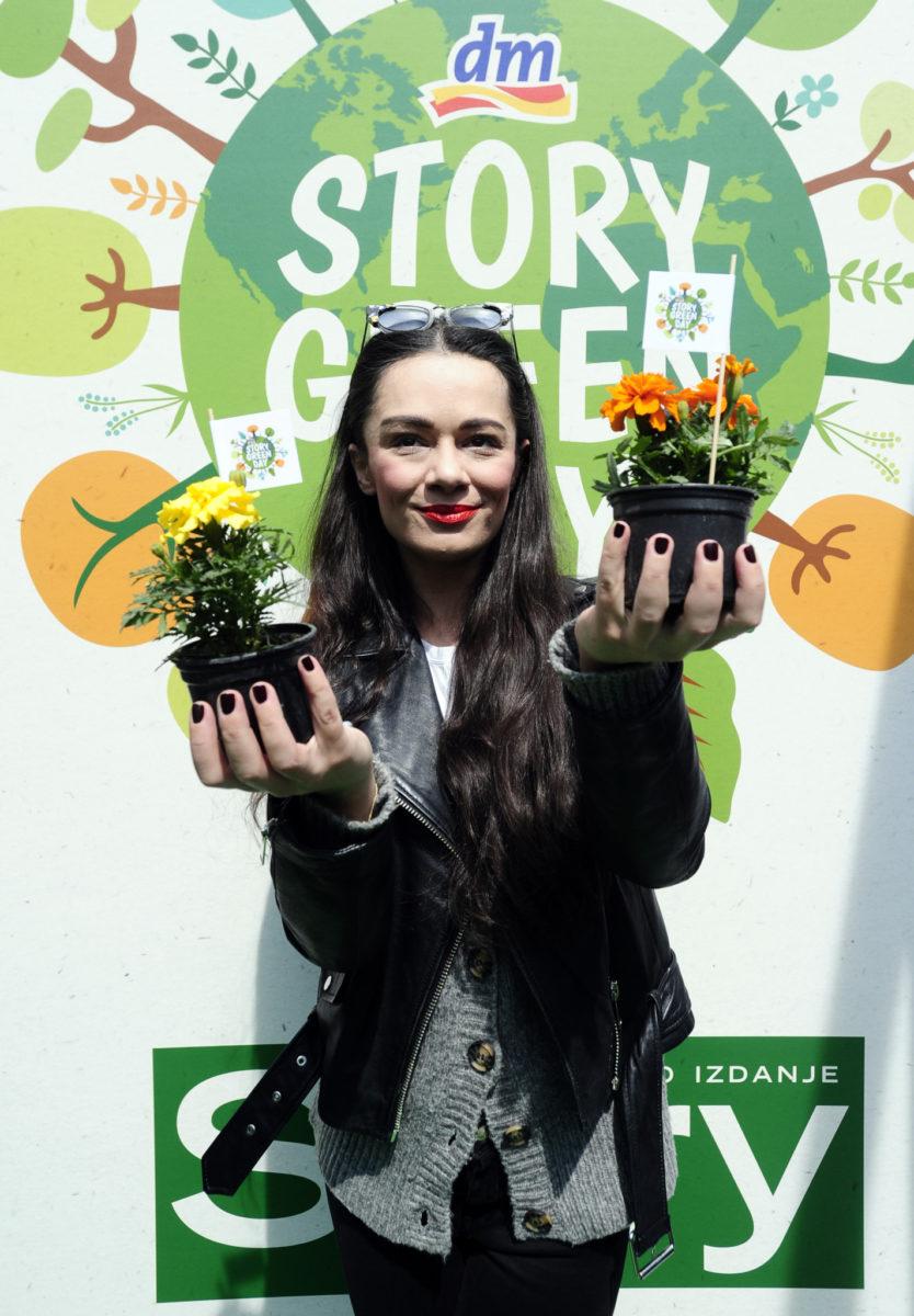 Poznata glumica Kristina Krepela dijelila je sadnice vrtlarije Čuček posjetiteljima